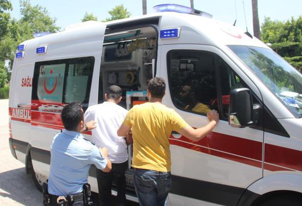 Adana'da Parkta Erkek Çocuğuna Cinsel İstismarda Bulunan Şahsı, Vatandaşlar Ambulansta Linç Ediyordu!