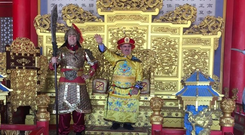 Antalya Valisi Karaloğlu Bütün Çin'in Antalya'ya Davet Etti, Sosyal Medyada Günün Konusu Oldu