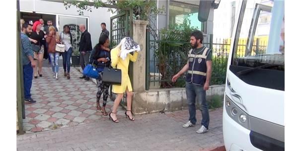 Antalya'da Fuhuş Operasyonu Sırasında Gözaltına Alınan Kadınlarda HIV ve Frengi Tespit Edildi!
