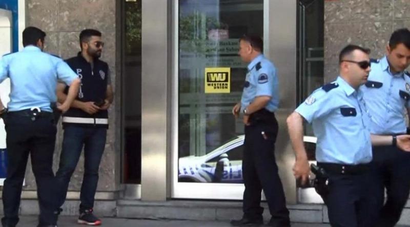 Bağcılar'da Banka Soygunu Girişimi! Banka Çalışanını Yaralayarak Kaçtı!