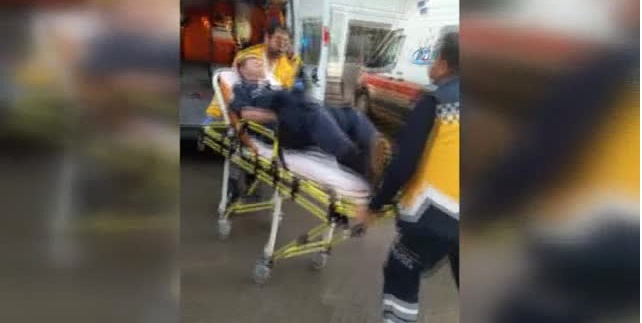 Cumhurbaşkanı Koruma Görevinden Dönen Çevik Kuvvet Polislerini Taşıyan Otobüs Devrildi, 12 Polis Hastaneye Kaldırıldı