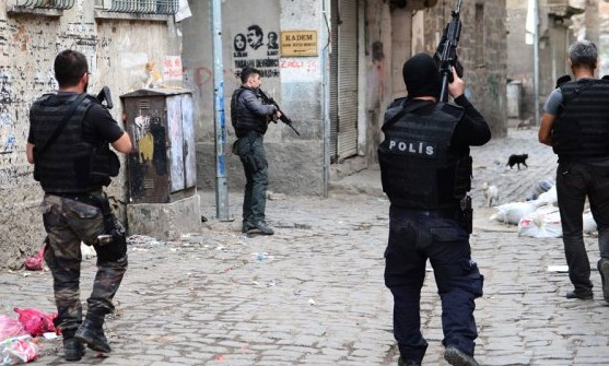 Diyarbakır'da Operasyonlar Devam Ediyor! 4 Köyde Sokağa Çıkma Yasağı Geldi