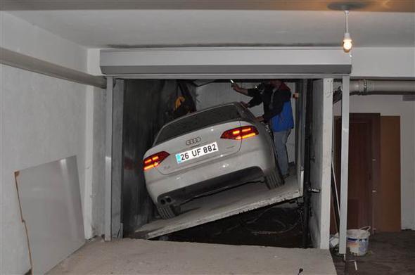 Eskişehir'de İlginç Olay! Otomobil 1 Yıldır Asansör Askısında Duruyor!