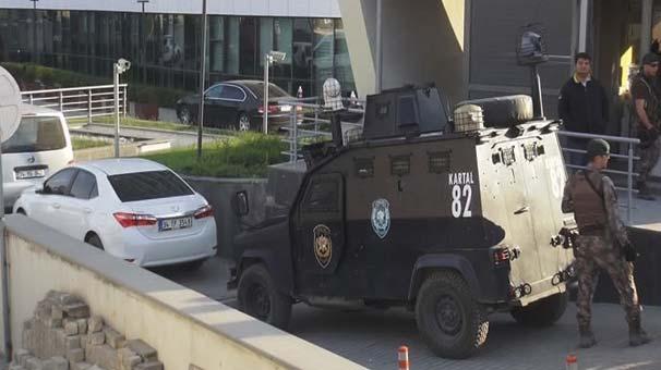 İstanbul Ataşehir'de Lüks Rezidansta Silahlı Şahıs 5 Saat İkna Edilmeye Çalışıldı!
