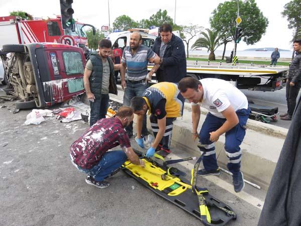 Kartal Sahil Yolunda Trafik Kazası 6 Yaralı