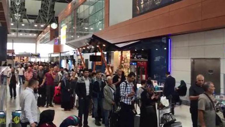 Sabiha Gökçen Havalimanı'nda POLNET Arızası Nedeniyle Uzun Kuyruklar Oluştu