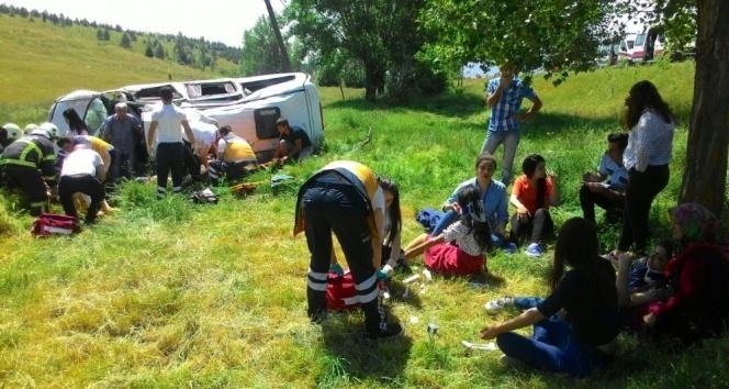 Son Dakika! Kütahya'da Minibüs Şarampole Yuvarlandı, Çok Sayıda Yaralı Var!