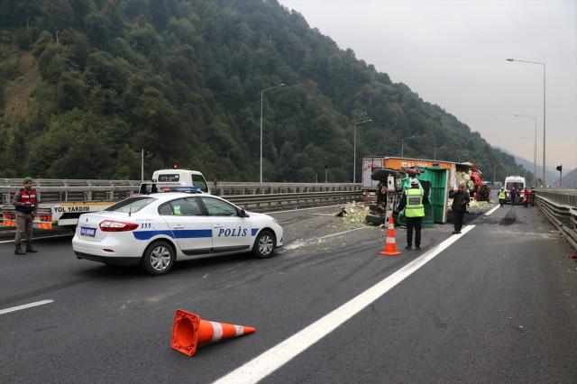 Son Dakika! TEM Bolu Dağı Mevkiinde Feci Kaza! İstanbul Yönü Trafiğe Tamamen Kapandı