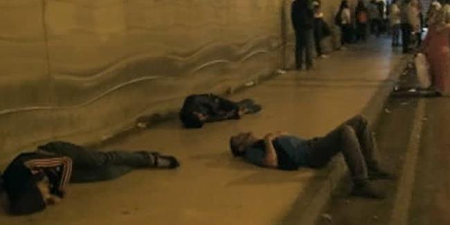 Taksim'de Skandal Görüntüler! Uyuşturucu İçip Alt Geçitte Kendilerinden Geçtiler!