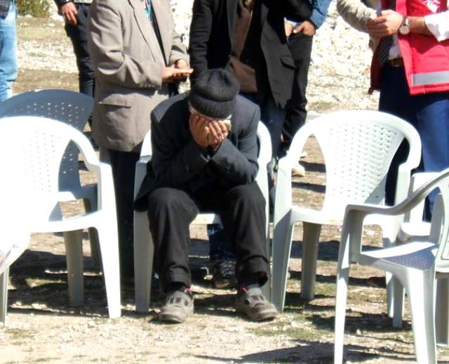 Yürek Dayanmaz! Oğlunun Şehadet Haberini Alan Babanın Dizlerinin Bağı Çözüldü, Yerinden Kalkamadı