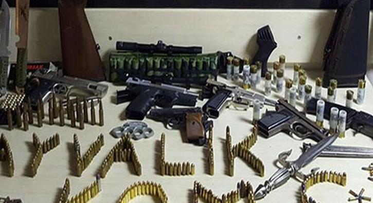Balıkesir Ayvalık'ta Silah Kaçakçılığı Operasyonunda Evden Küçük Bir Orduya Yetecek Cephane Çıktı!