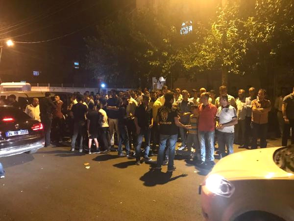 """Diyarbakır'da Halk Sokaklarda """"İdam İsteriz"""" Sloganları Atıyor! 6 Yaşındaki Kız Çocuğuna Taciz İddiası Kenti Karıştırdı!"""