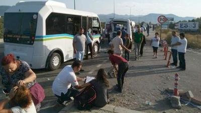 Balıkesir'de Feci Kaza! İki Yolcu Minibüsü Çarpıştı, Çok Sayıda Yaralı Var
