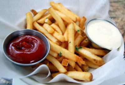 Canan Karatay Aileleri Uyardı! Patates Kızartması ve Ketçap Birlikte Tüketilince Bağımlılık Yapıyor!