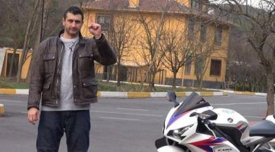 Motosiklet Tutkunu Altın Elbiseli Adam Barkın Bayoğlu, Motosikletinde Hayatını Kaybetti