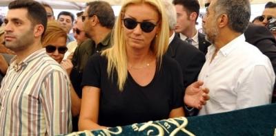 Pınar Altuğ 'Vatan Şaşmaz'ı Çabuk Unuttun' Yorumuna Öfke Saçtı!