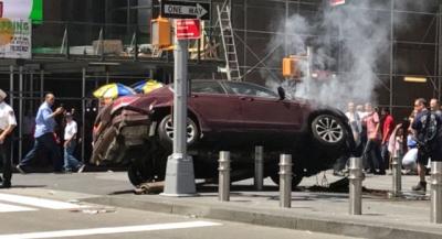 Son dakika! New York'ta Bir Araç Yayaların Arasına Daldı: Ölü ve Yaralılar Var