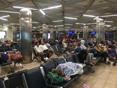 Yağmur Yağışı Atatürk Havalimanını Vurdu! Çok Sayıda Sefer İptal Oldu, Yolcular Havalimanında Perişan!