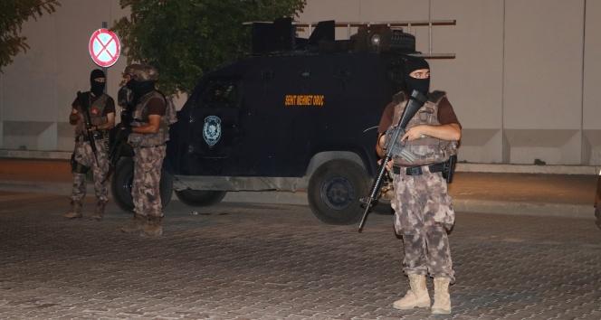 Adana'da Sıcak Dakikalar! Aralarında Husumet Olan İki Grup Petrol İstasyonunda Karşılaştı Silahlar Konuştu!
