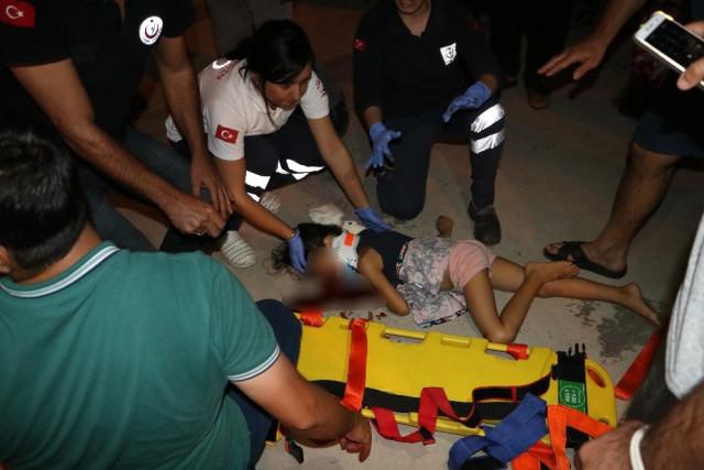 Anne ve Babasının Eve Kilitleyerek Yalnız Bıraktıkları Küçük Kız Altıncı Kattan Düştü