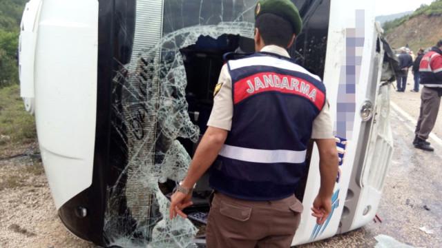 Balıkesir Bursa Yolunda Feci Kaza! Otomobille Midibüs Çarpıştı Ortalık Kan Gölüne Döndü!