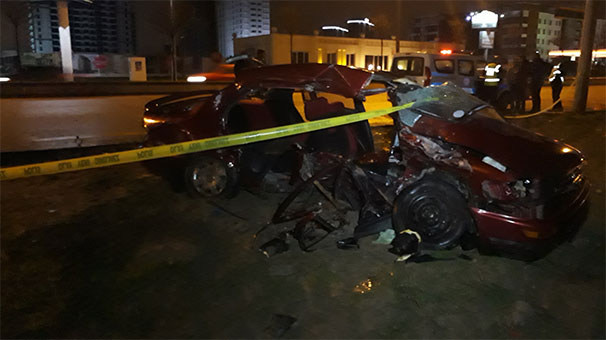 Başkentte Feci Kaza Kaza! İki Otomobil Kafa Kafaya Çarpıştı: 2 Ölü, 2 Yaralı