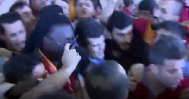 Burası Türkiye! Galatasaray'ın Yeni Transferi Gomis'in Gözlüğünü Çaldılar!