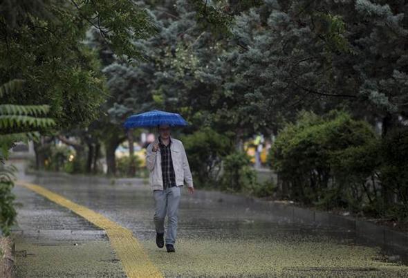 Dün Sele Teslim Olan Ankara İçin Meteoroloji'den Bir Uyarı Daha: Ankara'da Öğleden Sonra Yine Yağış Bekleniyor