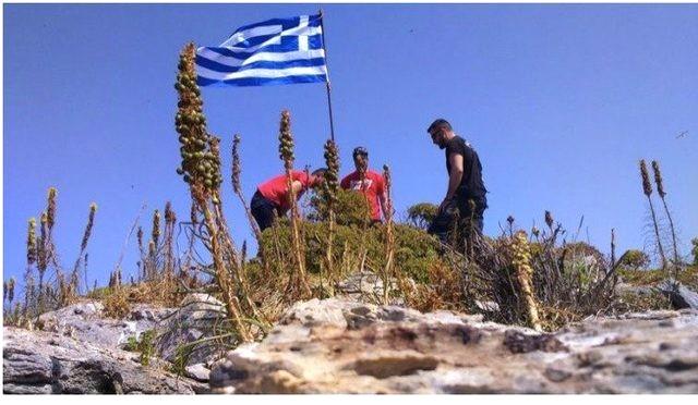 Ege'de İpler İyice Geriliyor! Dikilen Yunan Bayrağına SAT Komandolarından Anında Müdahale