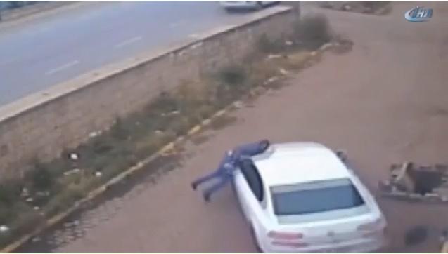 FETÖ Firarisi İş Adamı Kendisini Yakalamaya Çalışan Polisi, Aracı ile Önce Ezdi, Sonra Sürükledi, Ağır Yaraladı