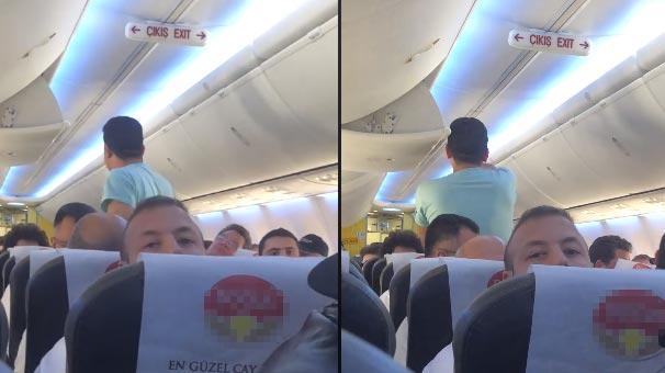 Havada Korkutan Anlar! Sarhoş Yolcu Herkesin Canını Hiçe Sayarak Uçağın Kapısını Açmaya Çalışınca Olanlar Oldu