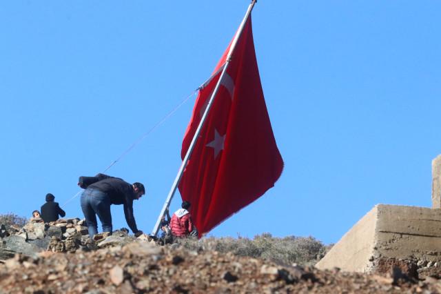 Gurur Veren Görüntüler! Dünya Sıfır Noktasına Dikilen Dev Türk Bayrağını Konuşuyor