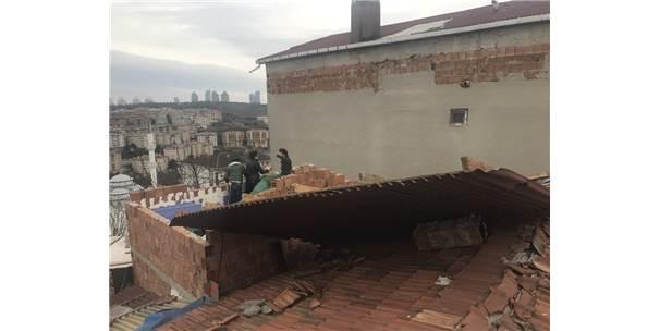 İstanbul'da Kuvvetli Fırtına Gecekondunun Çatısını Uçurdu