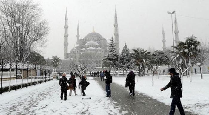 İstanbul'da Yağmur Başladı, Kar Ne Zaman Yağacak? İstanbul Hava Durumu 20 Kasım 2017