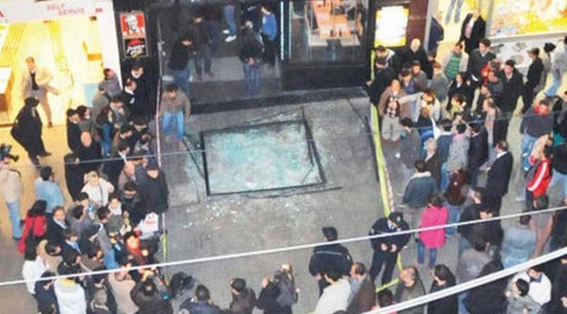 İstiklal Caddesinde Facianın Eşiğinden Dönüldü! Yalıtım Malzemeleri 7. Kattan Caddenin Ortasına Düştü!