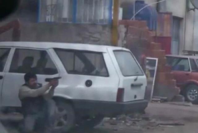 İzmir'de Korkunç Görüntüler! Eylem Hazırlığındayken Yakalanan Teröristler Sokak Ortasında Atış Talimi Yapmış