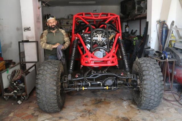 Karadenizli Kullandığı Arabaları Yetersiz Buldu, Garajında Araba Üretti
