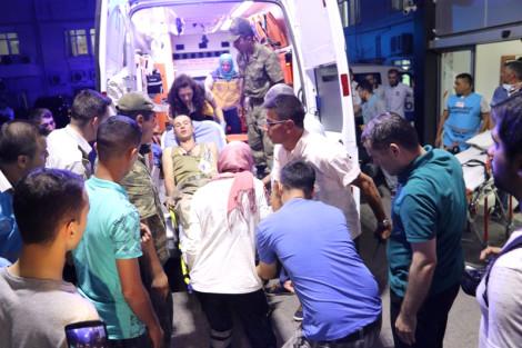 Manisa'da Hastaneye Kaldırılan Asker Sayısı 400'e Yükseldi! Bakan Işık Manisa'ya Gidiyor!