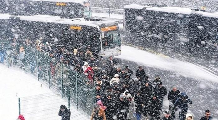 Meteoroloji İstanbul İçin Tahminlerini Değiştirdi! İstanbul'a Bugün Kar Geliyor!