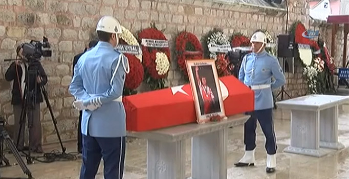 Naim Süleymanoğlu'na Son Görev! Uğruna Tonlarca Ağırlığı Kaldırdığı Türk Bayrağına Sarılı Tabutu Herkesi Ağlattı