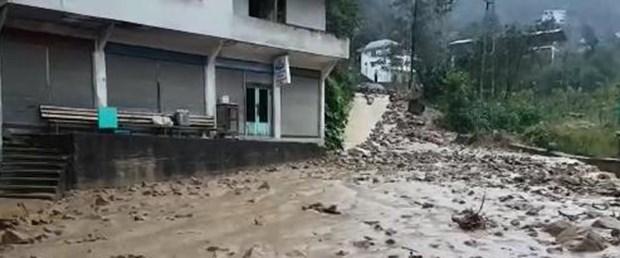 Rize'de Heyelan Tehlikesi! Şiddetli Yağış Nedeniyle 20 Ev Tedbir Amaçlı Boşaltıldı
