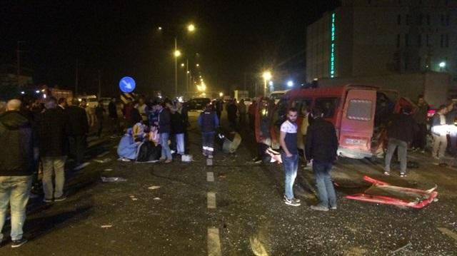 Samsun'da İşçileri Taşıyan Minibüs Kaza Yaptı! 1 Kişi Öldü, 14 Kişi Yaralandı