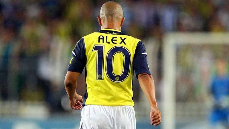 Sosyal Medya Bunu Konuşuyor! Fenerbahçe'nin Efsanesi Alex de Souza'nın Giydiği Tişört Olay Oldu