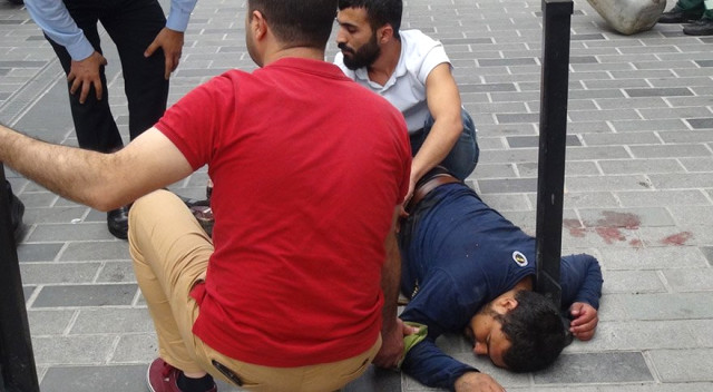 Taksim'de Tincerci Dehşeti! Suriyeli Babayı Kızının Gözleri Önünde Bıçakladılar
