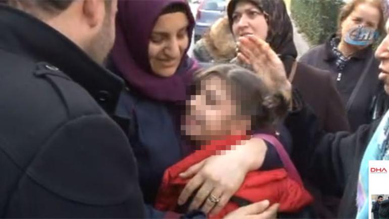 Vatandaşlar Fark Etti! Engelli Kız Çocuğu Serviste Unutuldu, Servis Hostesi Gözyaşlarına Boğuldu!