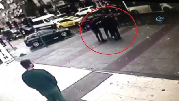 Gören Başına Toplandı! Minibüs Şoföründen Dayak Yiyen Adamın Cebinden Yağmur Gibi Para Yağdı