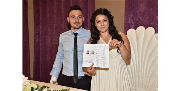 Yeni Evli Çifti Ölüm Ayırdı! Düğün Dönüşü Kaza Yapan Çiftten Damat Öldü, Gelin Ağır Yaralı