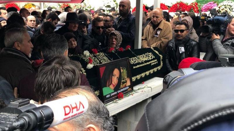 Yeşil Gözlü Kraliçe'ye Son Veda! Nuray Hafiftaş'ın Cenazesinde Gözyaşları Sel Oldu