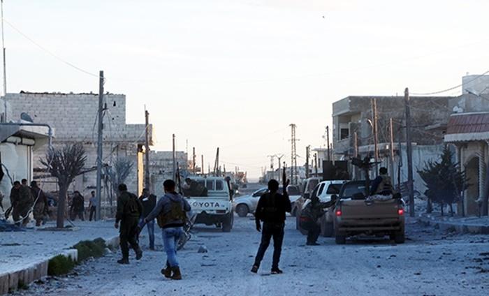 YPG'li Teröristler Afrin'de 'Allahu Ekber' Diyerek Kendilerine Türk Askeri ve ÖSO Süsü Verip Sivilleri Kandırmış