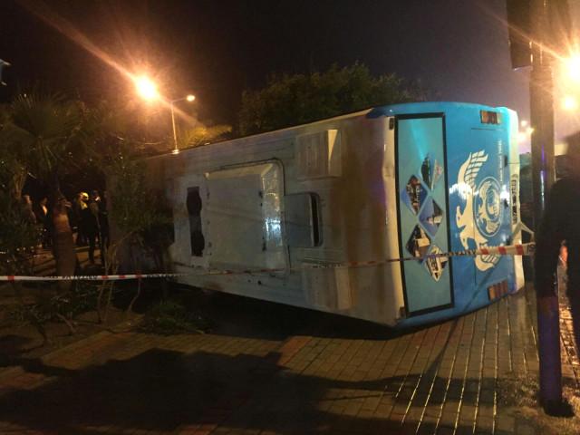Antalya'dan Korkutan Haber! Askerleri Taşıyan Minibüs Devrilerek Yan Yattı: 23 Yaralı
